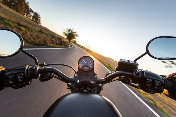 Focus sur le freinage à moto: techniques et systèmes de freins