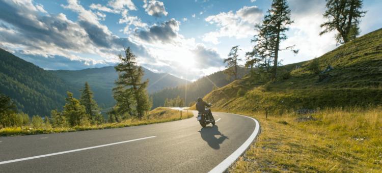 Conduire une moto à l'étranger: focus sur le permis