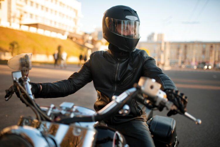 Équipements moto: les obligatoires et les incontournables