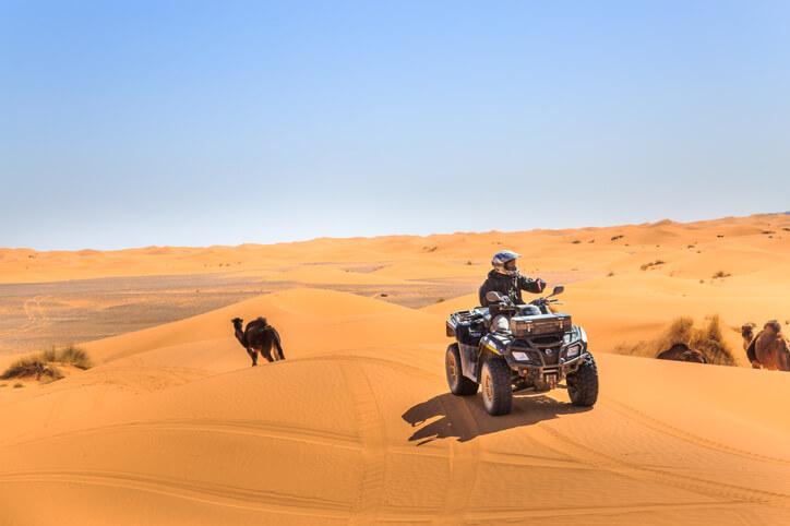 Conduire un quad à l'étranger: location, assurance, législation