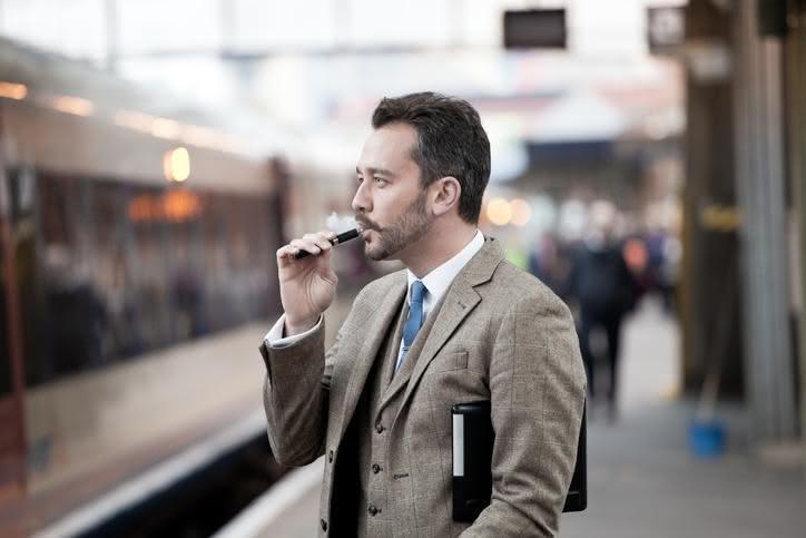 Cigarette électronique: les premières maladies commencent à voir le jour