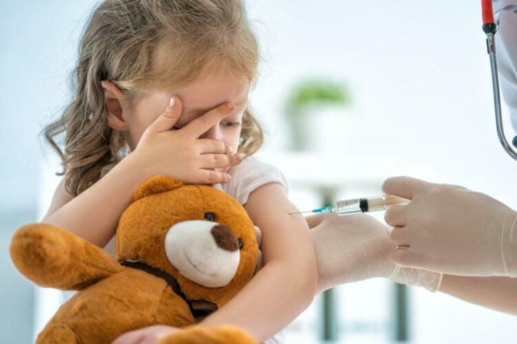 Moins de vaccinations avec le confinement: la Haute autorité de santé lance l'alerte