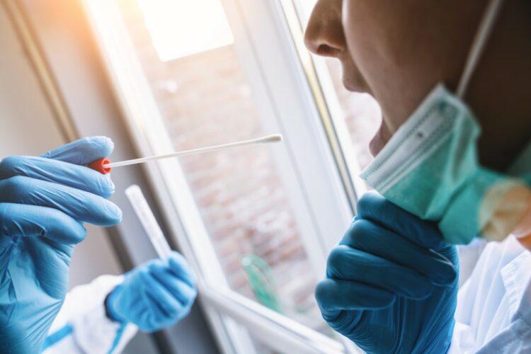 Test du coronavirus remboursé sans ordonnance, masques gratuits: qui peut en bénéficier?
