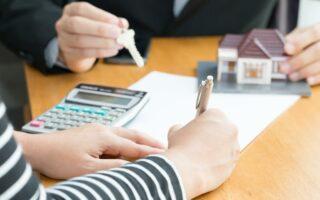 Prêts immobiliers: les taux se sont maintenus sous l'inflation en octobre