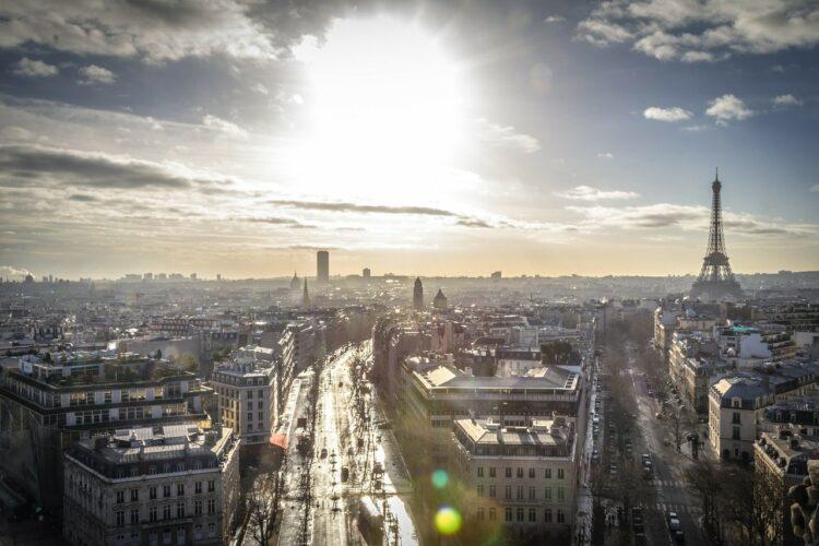 Immobilier ancien: Paris devrait atteindre 9 400 euros du mètre carré en septembre