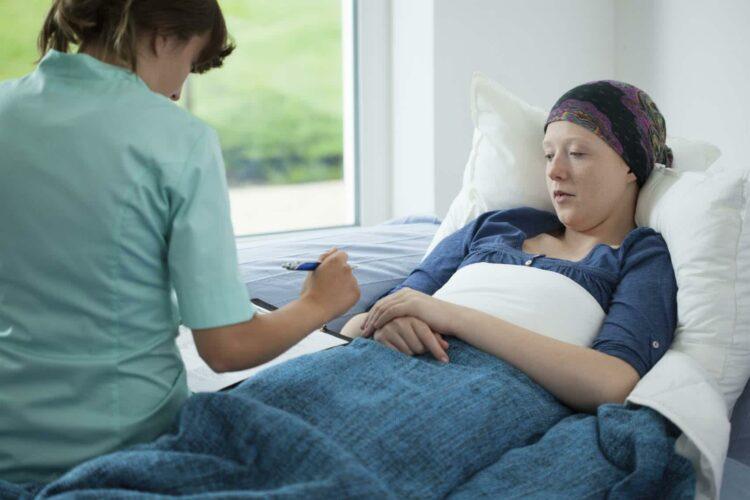 Comment bénéficier d'aide à domicile pour un malade du cancer?