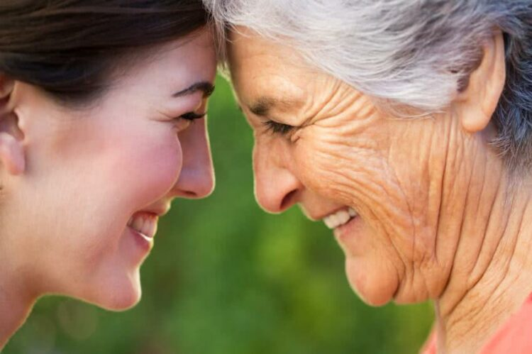 Je vais vivre chez un des mes enfants, puis-je adhérer à sa mutuelle santé?