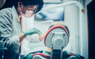 Pourquoi souscrire une mutuelle implant dentaire?