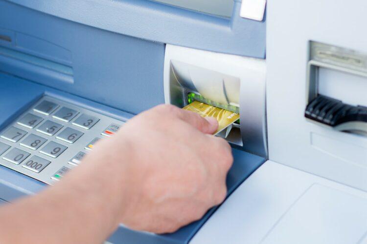 Banque en ligne: jusqu'à 400 euros d'économies de frais bancaires