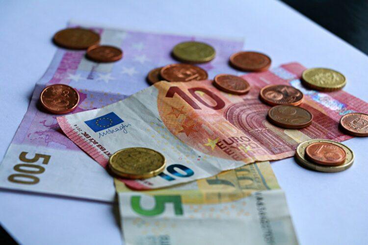 Banque: le Sénat veut sauver les distributeurs de billets en zone rurale