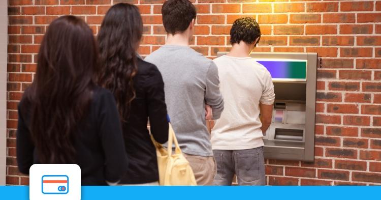 Banque: vers des distributeurs de billets sans contact?