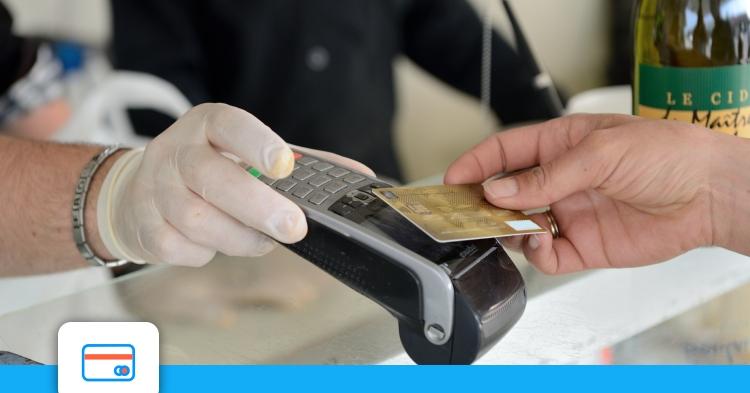 En 2020, près de la moitié des transactions par CB se sont faites sans contact