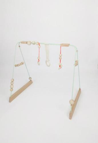 &me Babygym muntgroen met neon hangers