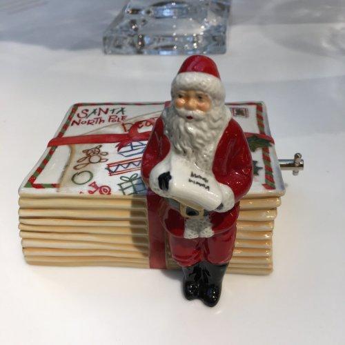 Villeroy& Boch Santa on letters muziekdoosje