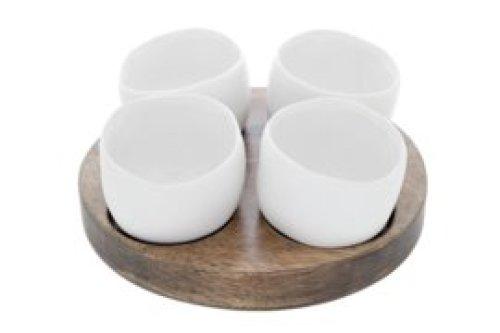 Aperoset Bao - houten plateau met 4 witte kommetjes.