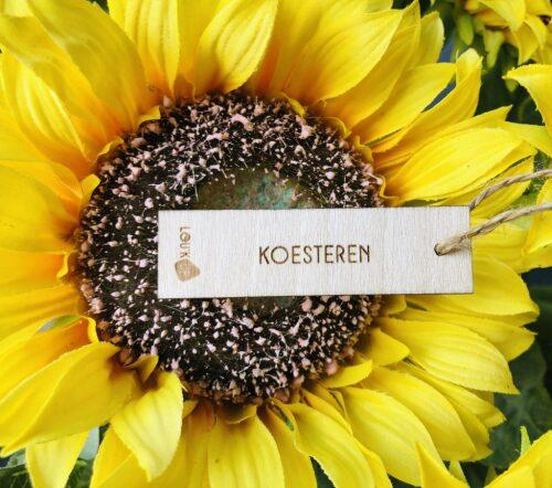 Houten bloemenkaartje: koesteren