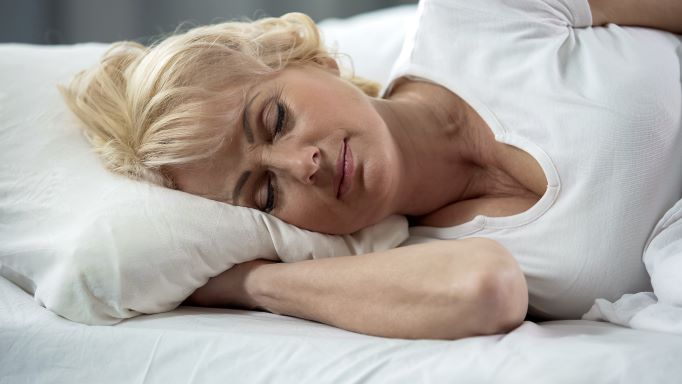 Can you sleep with dentures?