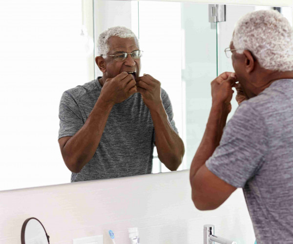 How to insert and remove a partial denture
