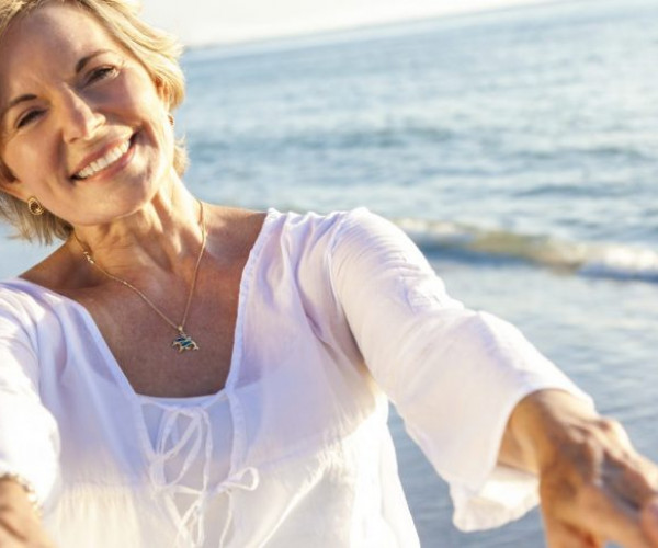 White, Bright Smiles: how to keep your dentures sparkling