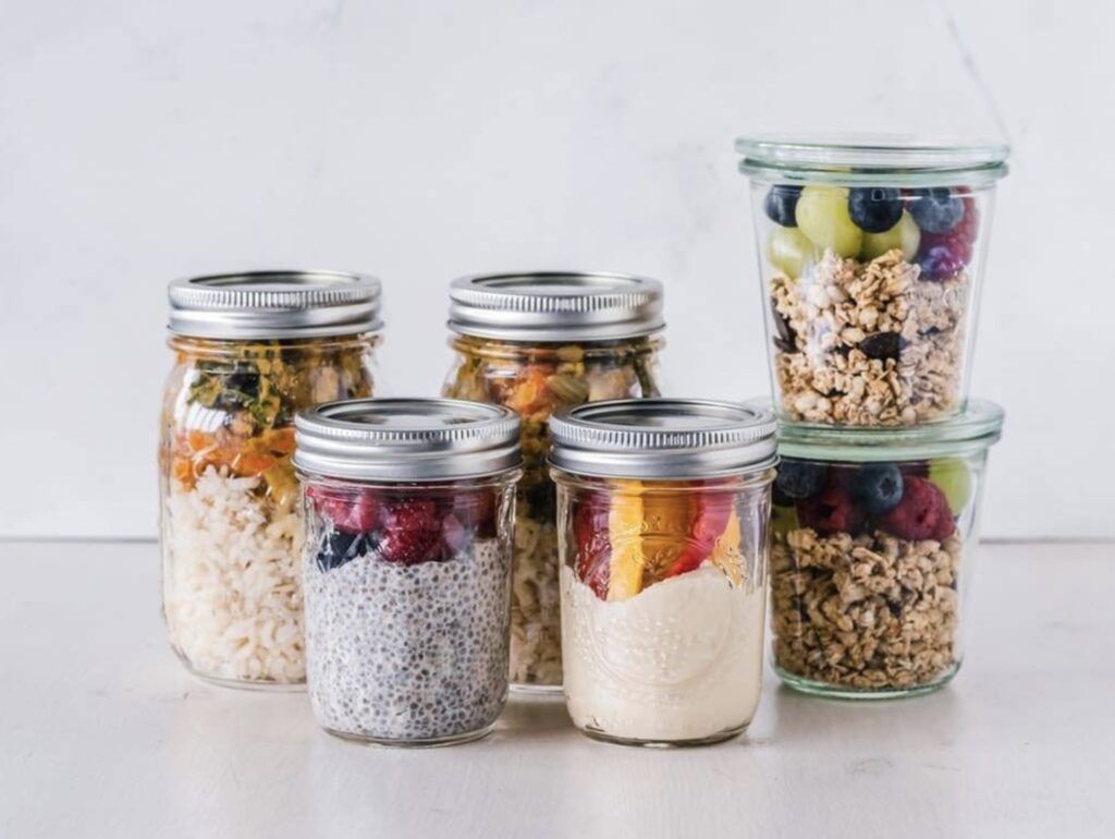 Jars with overnight oats for healthy breakfast meal prep