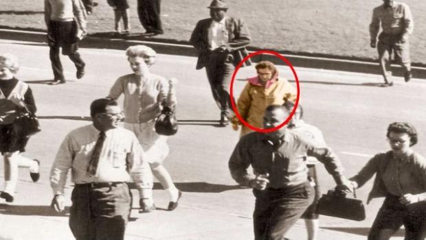 Video med 10 mystiska foton som inte kan förklaras. Helt galet!