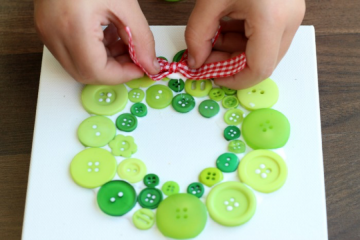 How to make a button wreath step 4: Add a bow and display