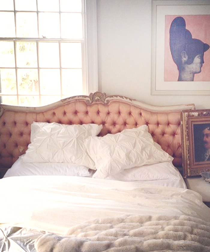cozy-bed-space-pink-headboard-vintage