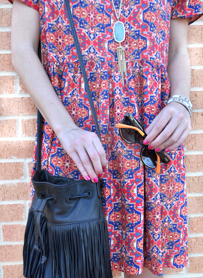livvyland-blog-olivia-watson-austin-texas-fashion-blogger-forever21-babydoll-tribal-print-dress-kendra-scott-rayne-necklace-toms-sunglasses-roman-sandals-fringe-bucket-bag-4