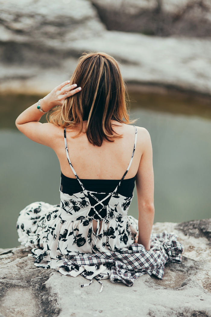 livvyland-blog-kayla-snell-photography-olivia-watson-austin-texas-free-people-austin-fashion-blogger-sxsw-fp-festival-days-style-circle-of-flowers-dress-strappy-back-bra-11