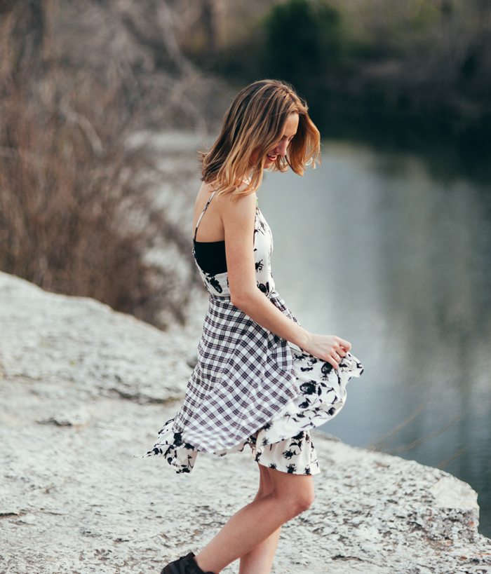 livvyland-blog-kayla-snell-photography-olivia-watson-austin-texas-free-people-austin-fashion-blogger-sxsw-fp-festival-days-style-circle-of-flowers-dress-strappy-back-bra-3