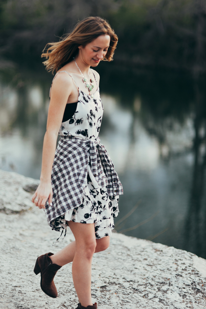 livvyland-blog-kayla-snell-photography-olivia-watson-austin-texas-free-people-austin-fashion-blogger-sxsw-fp-festival-days-style-circle-of-flowers-dress-strappy-back-bra-5