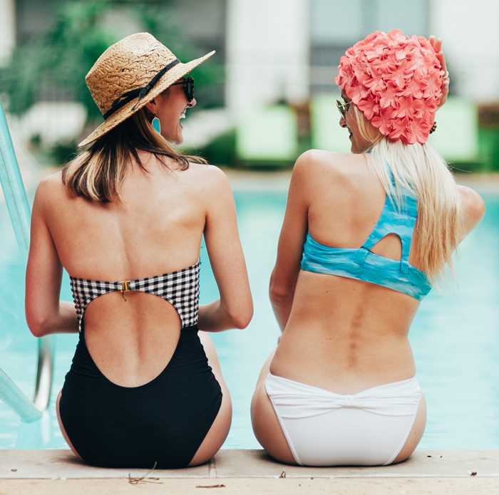 livvyland-blog-vandi-fair-olivia-watson-lauren-vandiver-kayla-snell-photography-retro-summer-pool-party-trendy-austin-texas-poolside-16