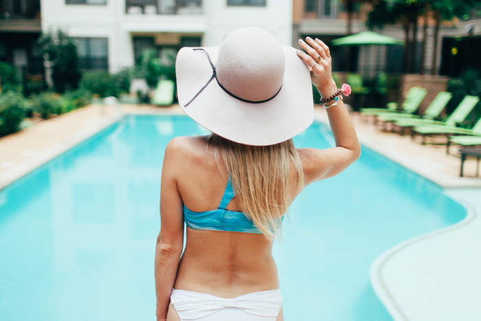livvyland-blog-vandi-fair-olivia-watson-lauren-vandiver-kayla-snell-photography-retro-summer-pool-party-trendy-austin-texas-poolside-8