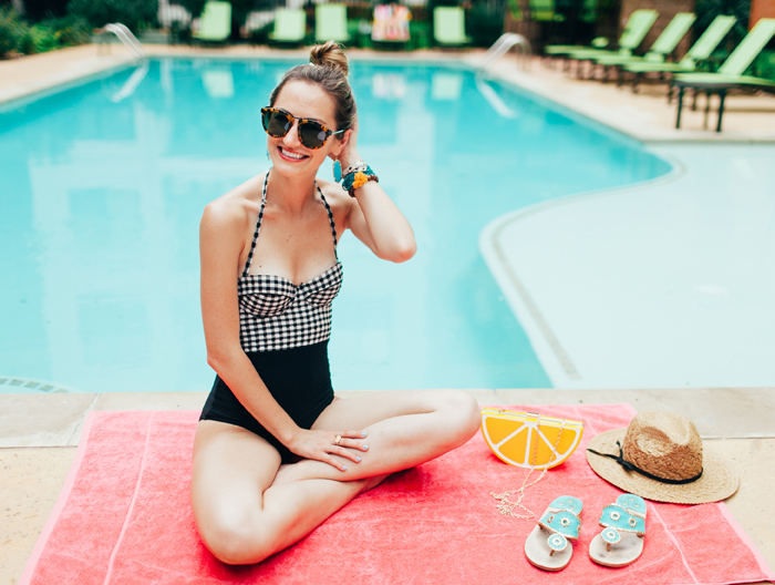 livvyland-blog-vandi-fair-olivia-watson-lauren-vandiver-kayla-snell-photography-retro-summer-pool-party-trendy-austin-texas-poolside-9