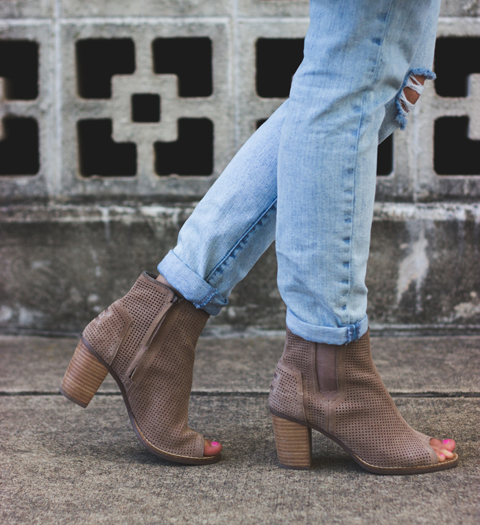 livvyland-blog-olivia-watson-austin-texas-fashion-style-blogger-toms-nude-suede-majora-booties-summer-peep-toe-kathryn-frazer-photography