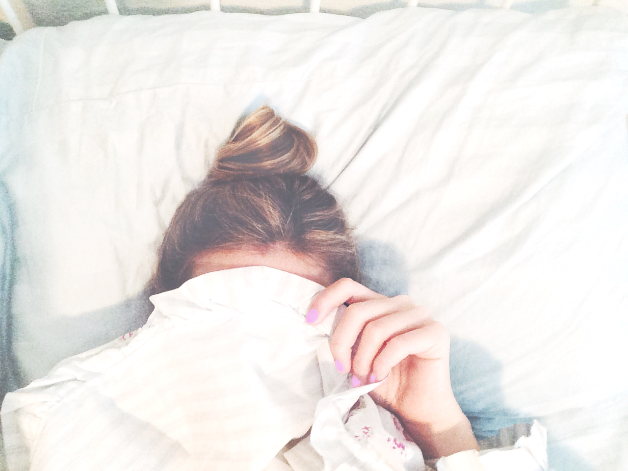 sleepy-top-knot-bun-livvyland-blog-i-need-coffee-olivia-watson-lilac-lavendar-nails