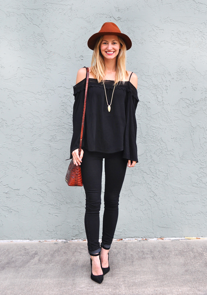 livvyland-blog-olivia-watson-austin-city-limits-music-festival-what-to-wear-acl-2015-austin-texas-fashion-blogger-boho-outfit-trendy-atx-style-black-on-black-70s-trend-3
