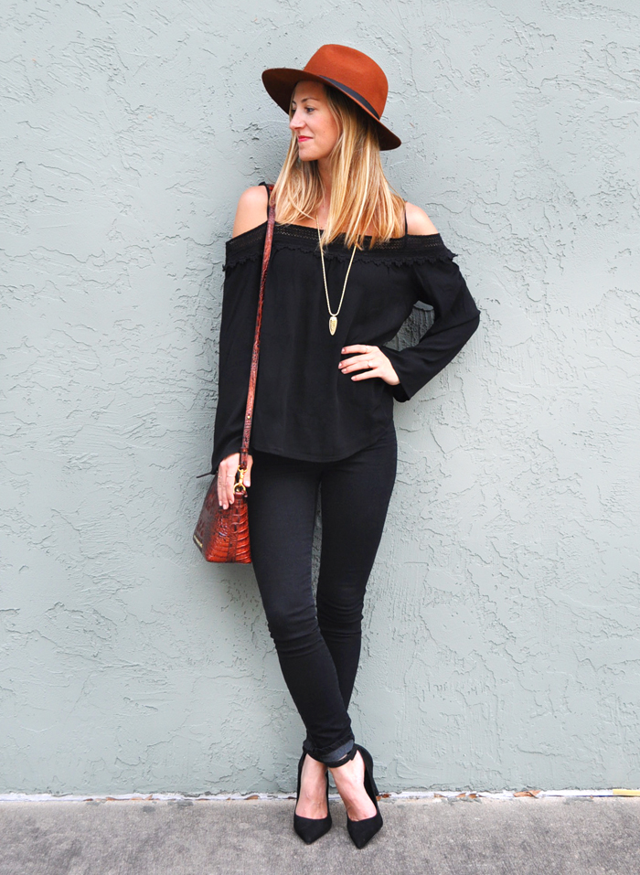livvyland-blog-olivia-watson-austin-city-limits-music-festival-what-to-wear-acl-2015-austin-texas-fashion-blogger-boho-outfit-trendy-atx-style-black-on-black-70s-trend-5