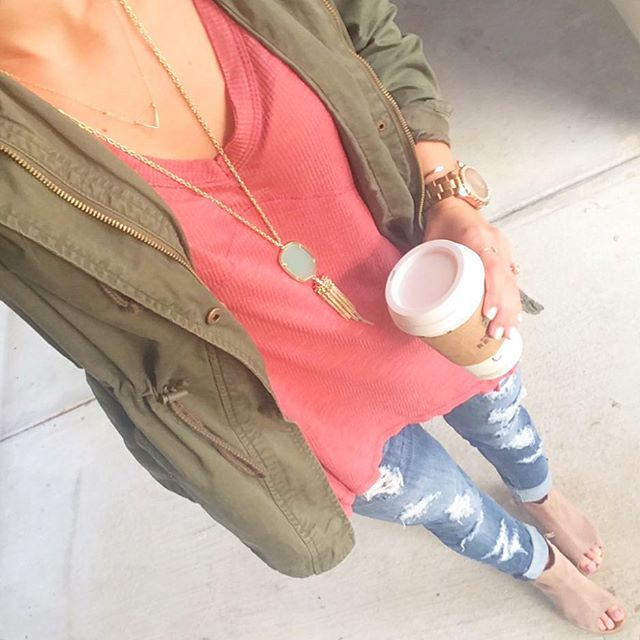 livvyland-blog-olivia-watson-fall-outfit-inspiration-austin-texas-fasion-blogger-vigoss-distressed-denim-jeans-kendra-scott-rayne-necklace-chalcedon