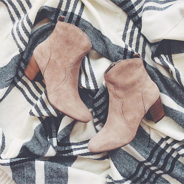 livvyland-blog-olivia-watson-bp-plaid-poncho-steve-madden-hipstr-booties-sand-fall-shoes-olivia-watson