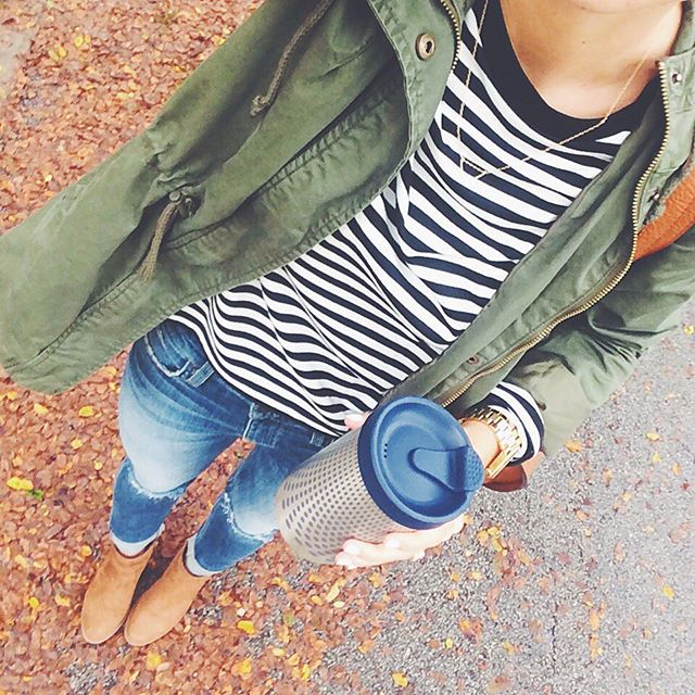 livvyland-blog-olivia-watson-green-utility-jacket-stripe-shirt-topshop-joes-jeans-pumpkin-patch-fall-leaves-bobble-presse