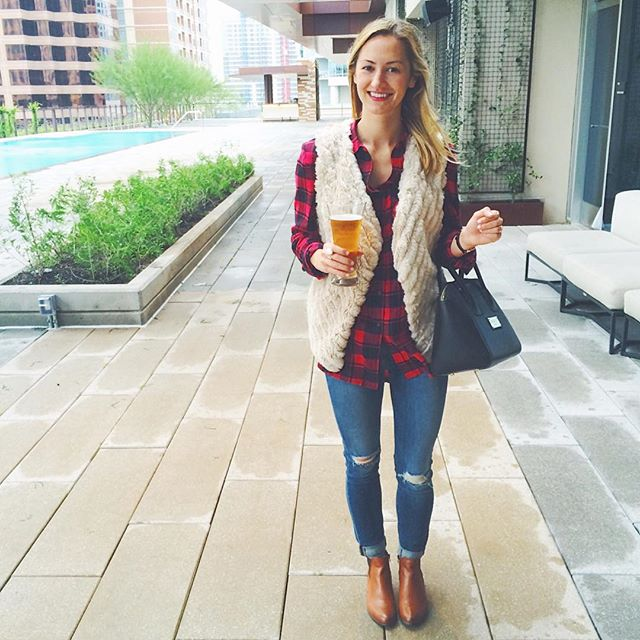 livvyland-blog-olivia-watson-jw-marriott-austin-texas-pool-deck-roof-staycation-plaid-shirt-cozy-vest