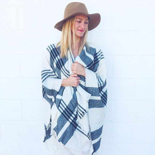 livvyland-blog-olivia-watson-topshop-poncho-blanket-scarf-black-white-plaid-beige-fedora-hat