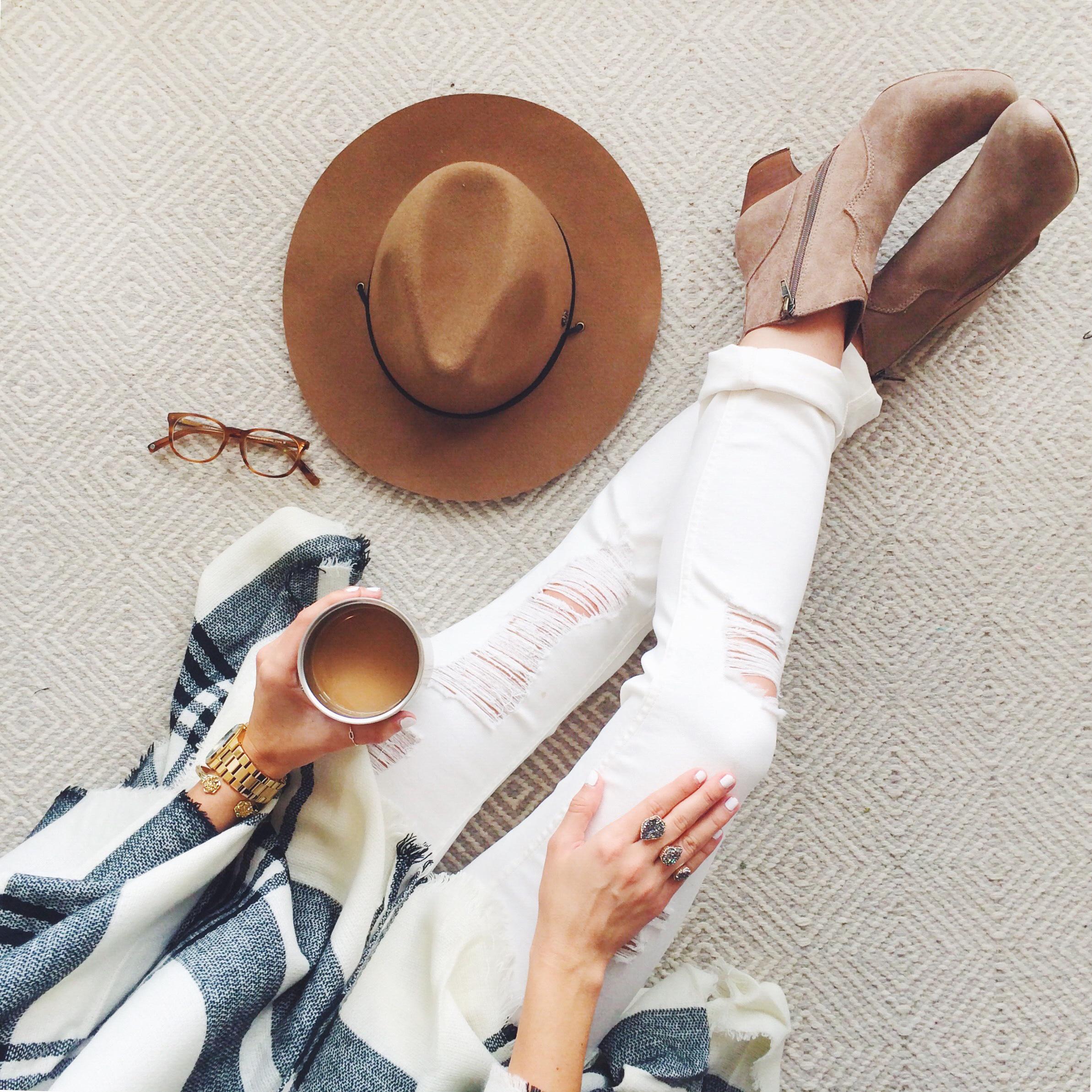 livvyland-coffeenclothes-bobble-presse-white-jeans-plaid-poncho-atx-austin-fashion-blogger-olivia-watson