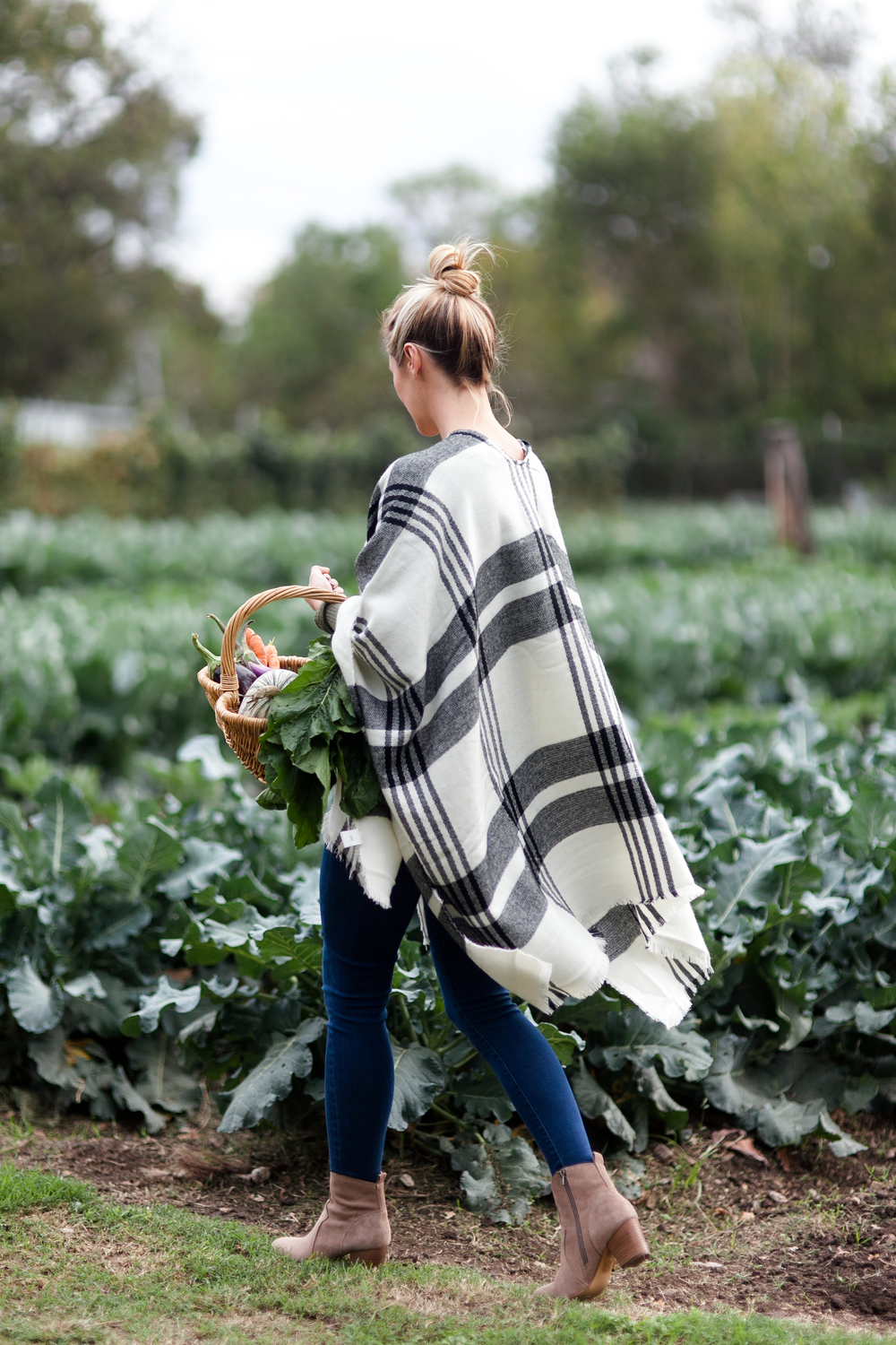 livvyland-blog-olivia-watson-kayla-snell-photography-springdale-farm-austin-texas-plaid-poncho-fashion-blogger-12