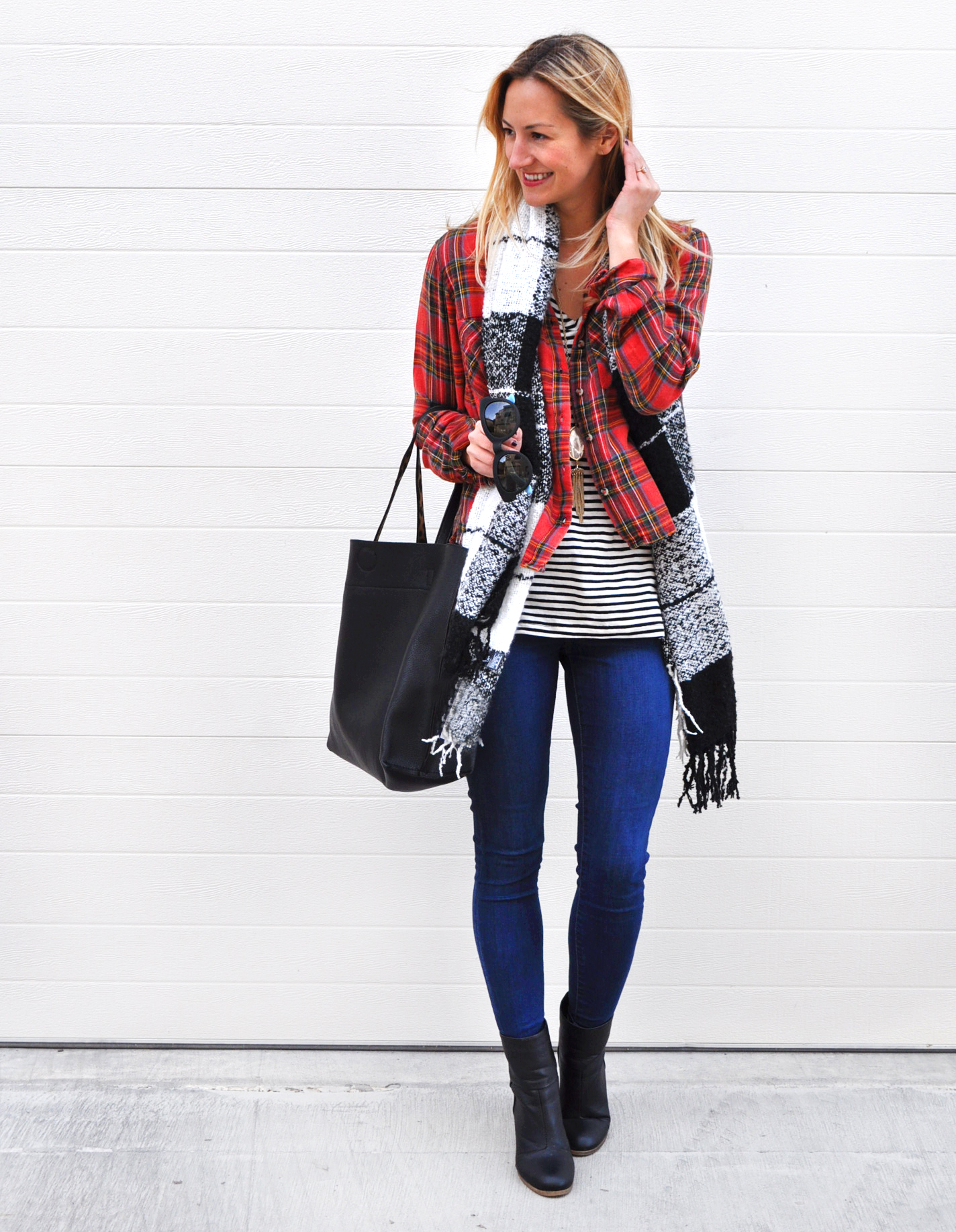 livvyland-blog-olivia-watson-topshop-plaid-top-striped-shirt-leigh-skinny-jeans-winter-layers-kendra-scott-rayne-necklace-white-pearl-austin-texas-fashion-blogger-4