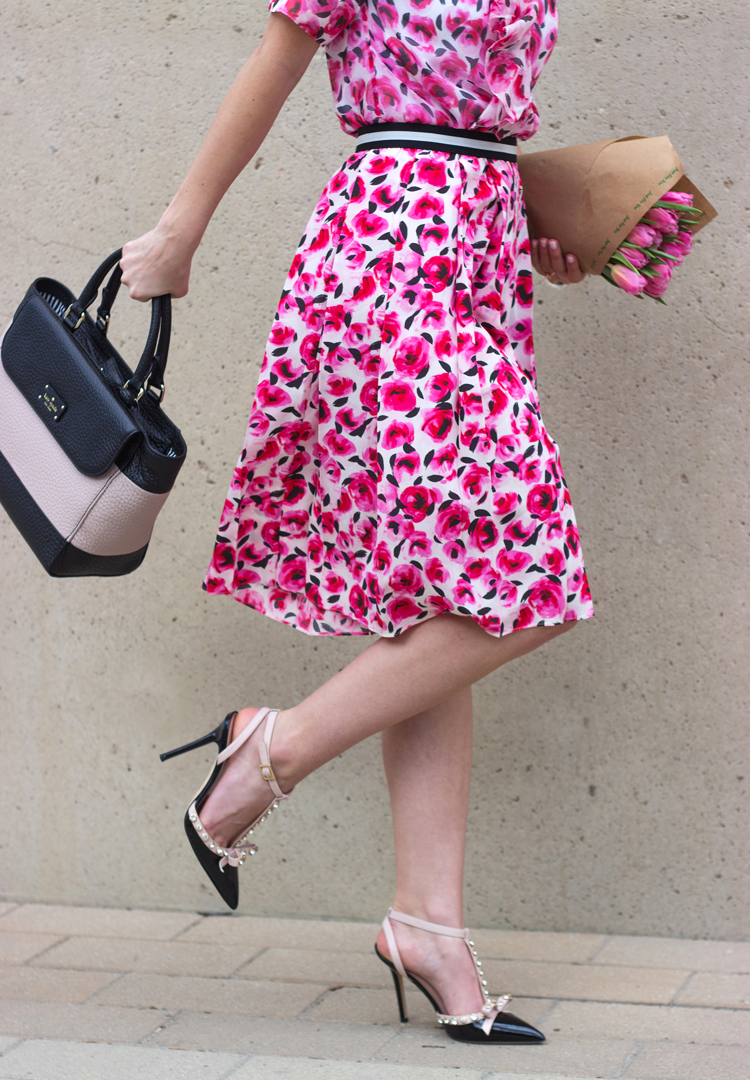 livvyland-blog-olivia-watson-austin-texas-fashion-blogger-kate-spade-broome-street-everyday-tee-white-rose-pleated-skirt-pink-black-spring-outfit-henley-handbag-2