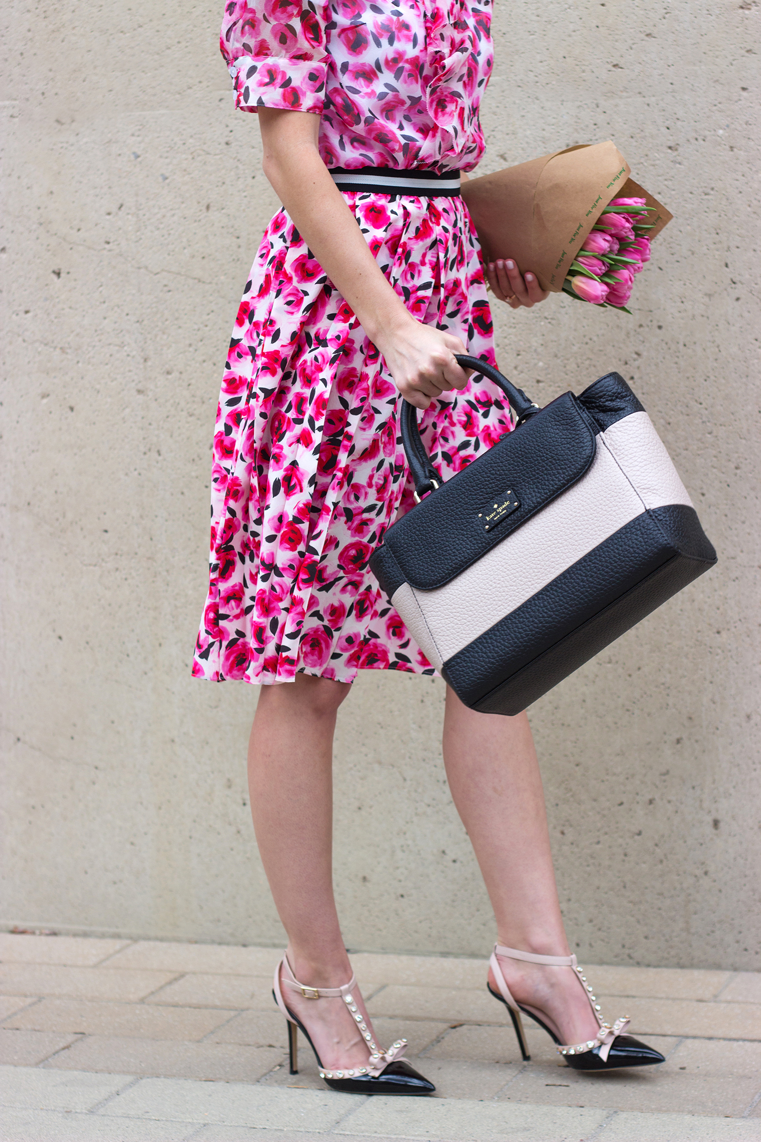 livvyland-blog-olivia-watson-austin-texas-fashion-blogger-kate-spade-broome-street-everyday-tee-white-rose-pleated-skirt-pink-black-spring-outfit-small-henly-handbag