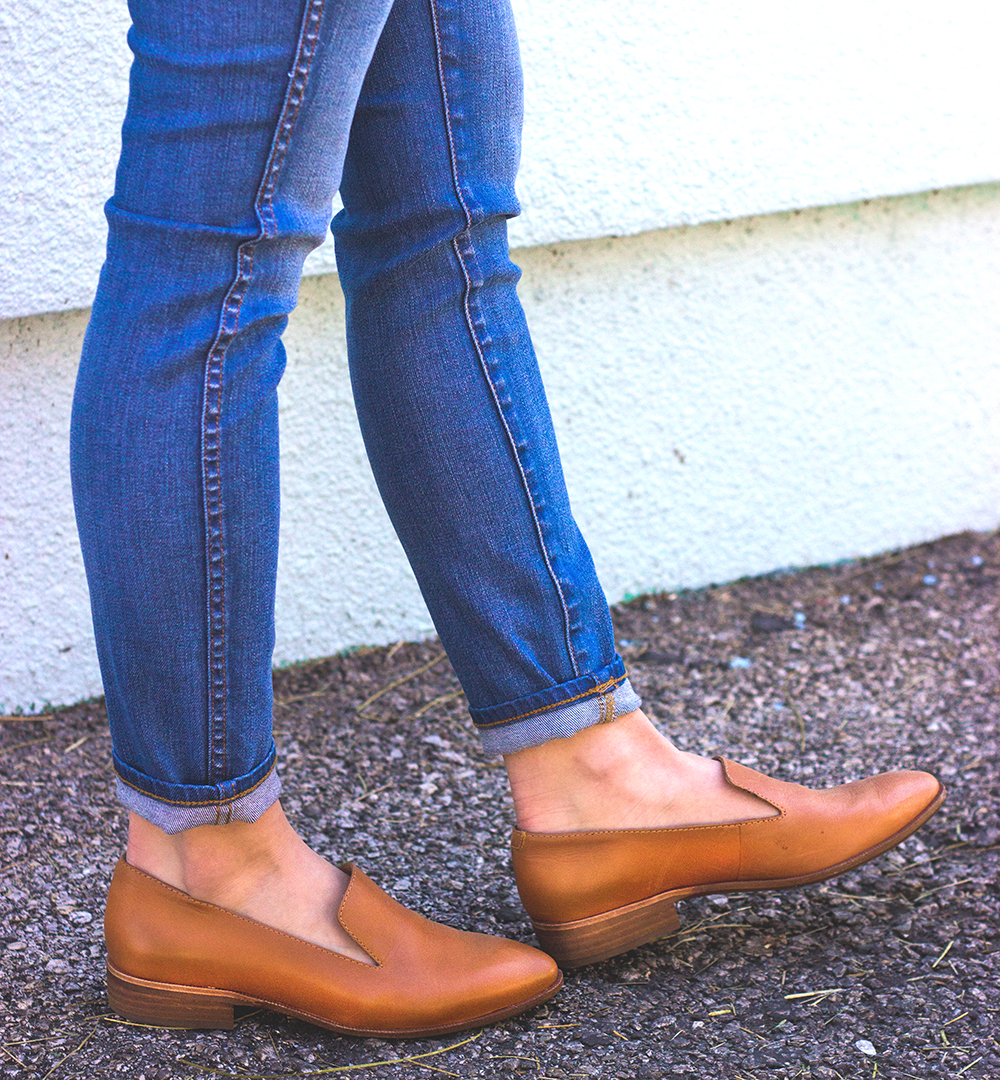livvyland-blog-olivia-watson-austin-texas-fashion-blogger-madewell-high-riser-skinny-crop-jeans-in-bayview-tan-loafer-flats-outfit-7