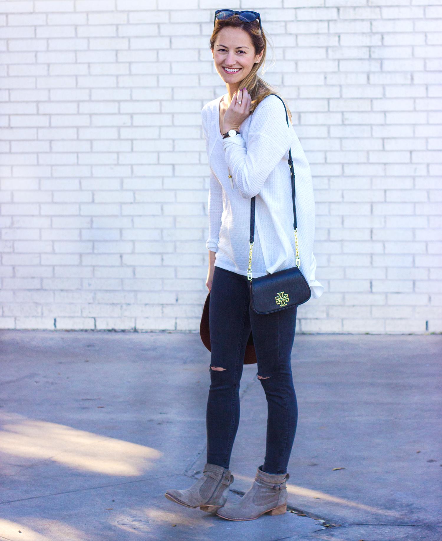 livvyland-blog-olivia-watson-thermal-long-sleeve-cozy-free-people-tee-shirt-topshop-black-distressed-skinny-jeans-austin-texas-fashion-blogger-tory-burch-britten-handbag-black-10